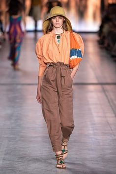 The complete Alberta Ferretti Spring 2020 Ready-to-Wear fashion show now on Vogue Runway. Spring Fashion Outfits, Fashion Week, Fashion 2020, Runway Fashion, Boho Fashion, Fashion Looks, Womens Fashion, Fashion Trends, High Fashion
