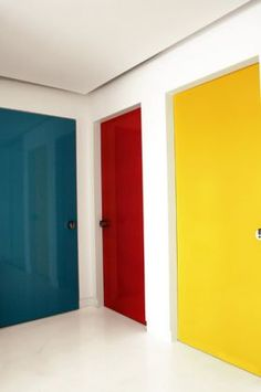 here you can see an easy picture of 3 primary colours