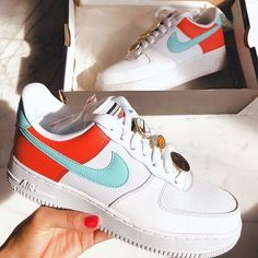 Cute Sneakers, Shoes Sneakers, 90s Nike Shoes, Canvas Sneakers, Adidas Shoes, Nike Shoes Air Force, Sneaker Store, Aesthetic Shoes, Hype Shoes