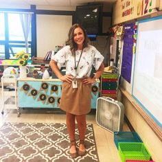Teacher outfits - Awesome Teaching resume examples to get you the best teacher career – Teacher outfits Student Teaching Outfits, Cute Teacher Outfits, Teaching Style, Elementary Teacher Outfits, Teacher Outfit Summer, Teacher Wear, Preschool Teacher Outfit, Teaching Outfits Summer, Winter Teacher Outfits
