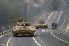 Israeli tanks roll along a road close to the northern Israeli border. Army Vehicles, Armored Vehicles, Armed Conflict, Military Armor, Sites Like Youtube, Video Site, Modern Warfare, Panzer, Guerrilla