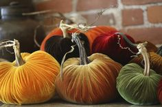 Great colors and table decoration for #Halloween from @PlushPumpkins
