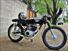 Honda 125 Cb Cafe Racer, Honda 125, Tracker Motorcycle, Cafe Racing, Small Cafe, Bike Style, Classic Bikes, Cars And Motorcycles, Motorbikes