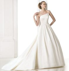 2014 mode klassiska enkla brudklänning webbutik på nätet Sverige Wedding 2015, Wedding Trends, Prom Dresses, Formal Dresses, Wedding Dresses, Gown Wedding, Pronovias Wedding Dress, Princess Ball Gowns, Carrie