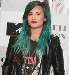 Steal Her Style: Demi Lovato - Hair Extensions News Demi Lovato, Rocker Look, Turquoise Hair, Neon Hair, Hair Shows, Dye My Hair, Rainbow Hair, Celebs, Celebrities