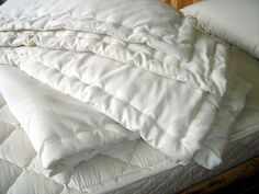 Shop The Ultimate Green Store for a wide variety of Holy Lamb Organics, all-natural bedding products, including this organic cotton & wool comforter in Perfect Comfort! Dyi, Clean Bedroom, Master Bedroom, You Wake Up, Natural Bedding, Décor Boho, Dust Mites, King Comforter, Linen Bedding