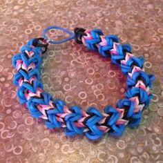 Wacky 4 Pin - Rainbow Loom Pattern Library (Love the colour combos! Loom Bands Designs, Loom Band Patterns, Loom Bracelet Patterns, Rainbow Loom Tutorials, Rainbow Loom Patterns, Rainbow Loom Creations, Rainbow Loom Bands, Rainbow Loom Bracelets, Rainbow Loom Charms
