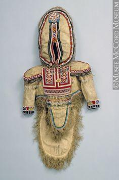 Amauti de jeune fille Arctique central Inuit : Iglulingmiut (Aivilingmiut) Anonyme - Anonymous 1925-1935, 20e siècle 48 x 128 cm ME937.3 © Musée McCord