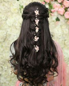 wedding hairstyles open Indian Bridal Hairstyles For Sangeet - Fashion Bridal Hairstyle Indian Wedding, Bridal Hair Buns, Bridal Hairdo, Braided Hairstyles For Wedding, Wedding Hairstyles For Long Hair, Hair Wedding, Saree Hairstyles, Open Hairstyles, Bride Hairstyles