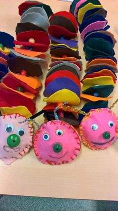 Felted caterpillars with small class - caterpillars .-Huopatoukkia pienluokan kanssa – Felt worms with a small class – - Sewing Projects For Kids, Sewing For Kids, Diy Crafts For Kids, Arts And Crafts, Kids Room Art, Art For Kids, Sewing School, Weaving Textiles, Chenille