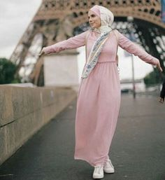 maxi pink hijab dress- Beautiful hijab outfits http://www.justtrendygirls.com/beautiful-hijab-outfits/