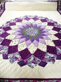 Amish Quilt Giant Dahlia Pattern - love Amish quilts, need to find this pattern Amische Quilts, Patchwork Quilting, Star Quilts, Sampler Quilts, Quilting Projects, Quilting Designs, Sewing Projects, Quilt Design, Purple Quilts