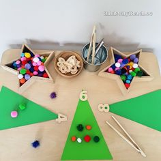 Simple invitation to decorate a Christmas tree with pompoms and count those decorations. A 'counting' Christmas tree. Christmas Activities For Kids, Winter Activities, Crafts For Kids, Christmas Countdown, Christmas Holidays, Christmas Tree, Preschool Kindergarten, Maths, Early Childhood