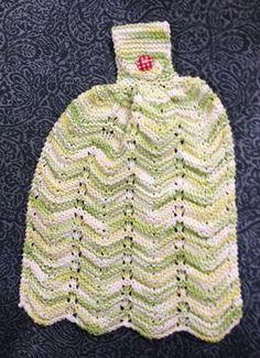 essuie-mains en coton que l'on peut suspendre à la poignée du four ! Je le fais au point mousse Matériel : 70 gr. de coton Aiguille 5 mm Abréviation : m : maille end : maille endroit ens... Crochet Baby, Knit Crochet, Crochet Patron, Glossy Makeup, Knit Dishcloth, Mocca, Knitting Yarn, Washing Clothes, Hand Towels