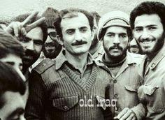 اسير عراقي برتبة عقيد كالاسد وسط الضباع من الايرانيين سنة 1980
