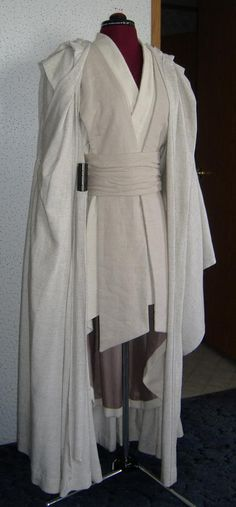 Rebel Legion :: View topic Jedi Master's Robe Tutorial by SithariRog - Star Wars Costumes - Latest Star Wars Costumes - Rebel Legion :: View topic Jedi Master's Robe Tutorial by SithariRog Cosplay Star Wars, Jedi Cosplay, Cosplay Diy, Halloween Cosplay, Cosplay Ideas, Diy Jedi Costume, Traje Jedi, Jedi Robe, Jedi Tunic