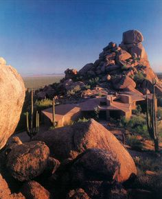 Custom home by Gerry Jones, Phoenix AZ c.1981 via theoctopian.com