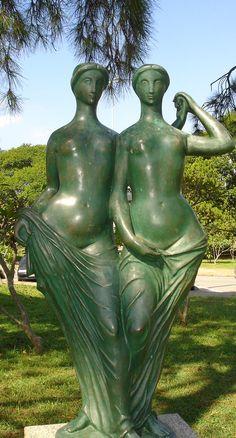 """""""As irmãs"""" escultura de Alfredo Ceschiatti em bronze. Parque do Ibirapuera, São Paulo"""