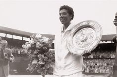 Althea Gibson holding a Wimbledon trophy plate in July 1957 (Photo: Michael Cole) Althea Gibson, Michael Cole, African American Fashion, Egyptian Kings, Grace Slick, Black Image, American Life, Sports Pictures, African American History