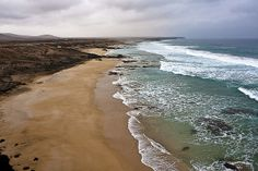 The beaches south of the village of El Cotillo are a surfer and windsurfer paradise and are infamous for their big waves