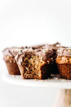 Vegan Cupcakes Healthy Cake Recipes, Vegan Recipes, Dessert Recipes, Vegan Vanilla Cupcakes, Vegan Cake, Vegan Treats, Vegan Desserts, Oat Flour, Almond Flour