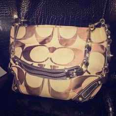 Medium sized off the shoulder purse Brand new, mint condition, never been used. Have been kept beautifully, comes with the cloth bag! Bags Shoulder Bags