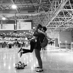 Airport reunion (500×500)