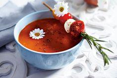 Unser beliebtes Rezept für Tomatensuppe mit Mozzarellaspießchen und mehr als 55.000 weitere kostenlose Rezepte auf LECKER.de.
