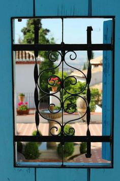 Enchanting window onto an Andalusian courtyard in Granada, Spain • photo: José Antonio Sánchez Luján on Maratón Fotográfico de Granada