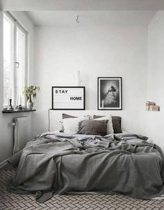 Awesome 60 Beautiful Minimalist Bedroom Decoration Ideas https://livinking.com/2017/08/21/60-beautiful-minimalist-bedroom-decoration-ideas/