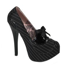 Pinstripe Platform Pumps by Bordello Shoes. Stunning platform pumps in pinstriped satin with scalloped contrast trim and heel. Bordello brand shoes with Satin ribbon bow detail and concealed platform. Also in red, black, white, and pink patent Patent Shoes, Pump Shoes, Shoe Boots, Shoes Heels, Shoes Pic, Pin Up Shoes, Bow Heels, Stiletto Shoes, Golf Shoes