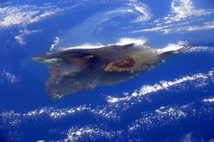 Beauty seen from space ... a Feb. 2015 photo taken of the Big Island of Hawaii from the ISS, by ESA astronaut Samantha Cristoforetti