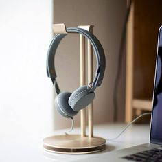Just Mobile HeadStand is the perfect place to hang your high-design headphones. Precision engineered from aluminium, this desktop stand keeps your prized headphones on display - and within easy reach. HeadStand's dual-layered aluminium base even features a storage space for your headphone cable - keeping your desk tidy, and your music only a moment away. Please allow 1 week for delivery.
