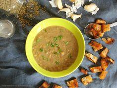 """Jedna z nejoblíbenějších polévek mého muže. Občas si jí """"objedná"""" k večeři, občas do základu hodím anglickou, zbytek uzeného, když má... Curry, Ethnic Recipes, Food, Curries, Essen, Meals, Yemek, Eten"""