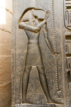 Egyptian god Thoth with the head of an Ibis in Luxor temple. - considered one of the more important deities of the Egyptian pantheon. Ancient Egyptian Artifacts, Ancient Egypt Art, Ancient Aliens, Ancient History, Luxor Temple, Luxor Egypt, Tachisme, Art Ancien, Cairo