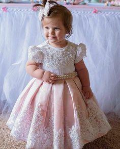 at Paula Sá on Instagra – Kids Fashion Baby Girl Party Dresses, Birthday Dresses, Little Girl Dresses, Baby Dress, Girls Dresses, Fashion Kids, Baby Girl Fashion, Toddler Girl Outfits, Kids Outfits