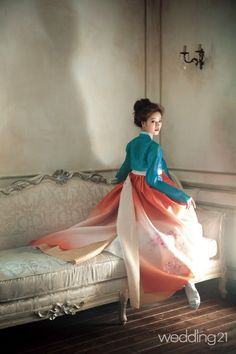 Korean Hanbok Love the combination of the colors! Korean Traditional Dress, Traditional Fashion, Traditional Dresses, Korean Dress, Korean Outfits, Korean Clothes, Asian Fashion, Look Fashion, Fashion Design
