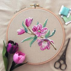 Did you know that the cross stitch embroidery technique is one of the oldest that exists? Cross Stitch Needles, Cute Cross Stitch, Cross Stitch Borders, Cross Stitch Alphabet, Cross Stitch Flowers, Cross Stitch Designs, Cross Stitching, Cross Stitch Embroidery, Cross Stitch Patterns