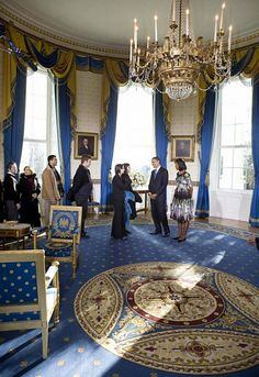 Rooms of the whitehouse | The Obamas in the Blue Room on their first day in the White House in ...