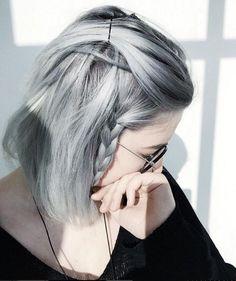 Cute Braided Hairstyles For Short Hair Pelo Color Gris, Pelo Color Plata, Cute Braided Hairstyles, Trendy Hairstyles, Pelo Color Ceniza, Braids For Short Hair, Short Hair Styles, Silver Grey Hair, White Hair