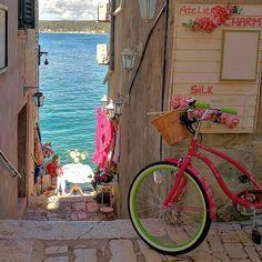 Rovinj, Croatia. Just the things you can see having a walk. #travel #trip #rovinj #tourism #travelingpost #naturephotography #wanderlust #vacation #relax #traveltheworld #travelgram #theworldguru #travelphotos #travelphotography #europe #exoticlocale #canon #eos #croatia #igerscroatia http://tipsrazzi.com/ipost/1506005238455547574/?code=BTmZ8kEBTa2