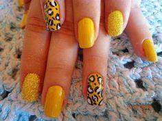 déco ongles, manicure jaune, motif leopard, vernis ocre moucheté