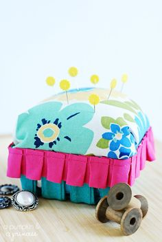 DIY berry basket pincushion.  So cute and the perfect way to upcycle the berry containers you get at the farmer's market.