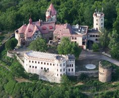 Discover the world through photos. Royal Residence, Manor Houses, Exotic Places, Fortification, Kirchen, Palaces, Czech Republic, Medieval, Castle