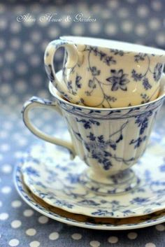 lovely blue and white teacups: Aiken House & Gardens, You can enjoy morning meal or different time intervals using tea cups. Tea cups also have decorative features. Whenever you look at the tea glass designs, you will see that clearly. Café Chocolate, White Cups, White Dishes, Blue And White China, Blue Ivory, Teapots And Cups, My Cup Of Tea, Vintage Dishes, Vintage Teacups