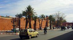 Marrakech compte 928 850 habitants, d'après le recensement de 2014, répartis sur une superficie de 230 km2. La densité de population atteint les 350 habitants à l'hectare dans la Médina. C'est la quatrième plus grande ville du Maroc après Casablanca, Fès et Tanger. La ville est divisée en deux parties distinctes : la médina ou ville historique (dix kilomètres d'enceinte) et la ville nouvelle dont les quartiers principaux s'appellent Guéliz et Hivernage, Douar Askar…