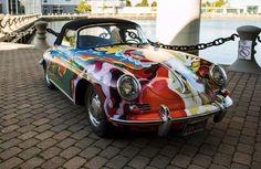 La Porsche psichedelica di Janis Joplin all'asta  L'automobile, una Porsche 356C 1600 Cabriolet del 1965, sarà battuta il prossimo 10 dicembre a New York, da Sotheby's, per un valore (probabile) di oltre 350.000 euro.  I miti del rock di solito hanno tra i loro hobby preferiti anche le belle automobili, a cui spesso abbinano i loro gusti e...