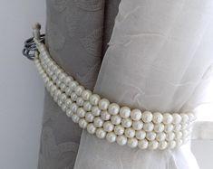 Faux pearls Decorative tie backs curtain holders drapery Curtain Holder, Curtain Tie Backs, Home Curtains, Curtains With Blinds, Closet Curtains, Window Coverings, Window Treatments, Rideaux Design, Pelmets