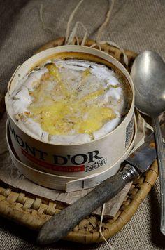 Mont d'Or au four.  + saucisse de morceau + pdt charcuterie