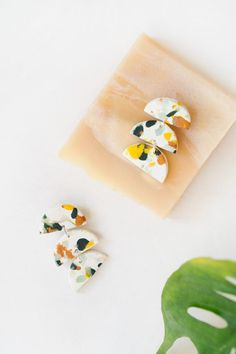 diy terrazzo earrings | Pinterest: Natalia Escaño